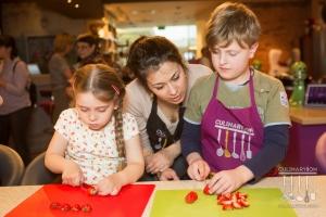 Где можно научить ребенка готовить в Москве? Школа юных поварят с Сергеем Синицыным в CulinaryOn