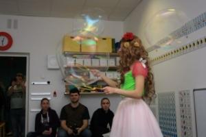 Шоу мыльных пузырей для детей в Москве: представление в центре Fox-club, фотоотчет