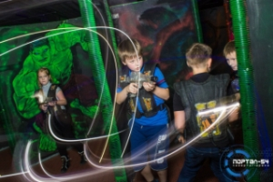 """Игра в лазертаг для школьников. Скидки для школьников в лазертаг-арене """"Портал-54"""""""