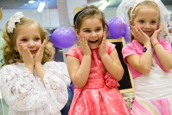 """Как научить детей пользоваться косметикой? Детский макияж в студиях красоты """"Воображуля"""""""