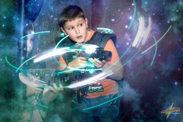 """Куда пойти с ребенком на школьных каникулах в Новосибирске? Лазерный пейнтбол в """"Лазерфорс"""""""