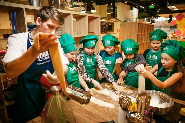 Семейные кулинарные мастер-классы в студиях Юлии Высоцкой в Москве